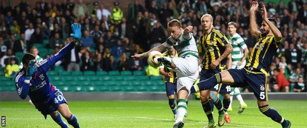 Leigh Griffiths scores for Celtic against Fenerbahce