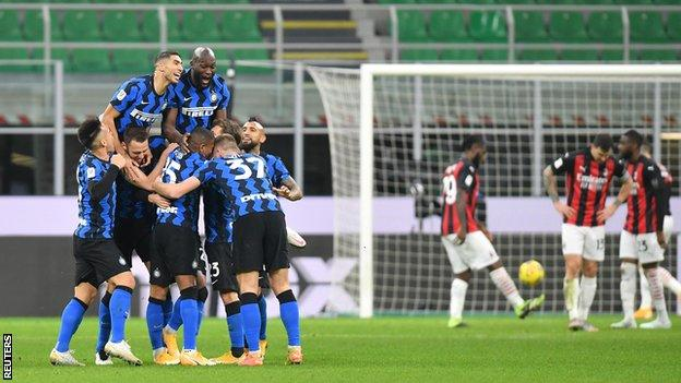 Inter celebrate after Christian Eriksen's stoppage time free-kick