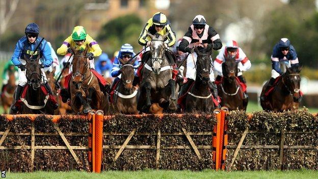 One For Rosie (centre) ridden by jockey Sam Twiston-Davies
