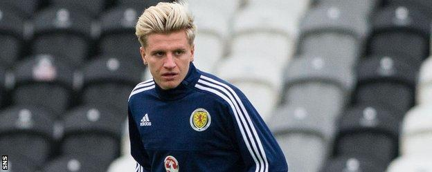 Jason Cummings in training with Scotland Under-21s