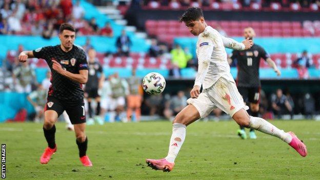 Alvaro Morata scores