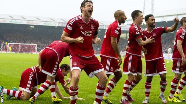 Aberdeen celebrate Paul Quinn's late goal against Celtic