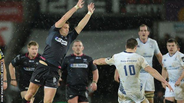 Dan Biggar attempts to charge down a Johnny Sexton kick