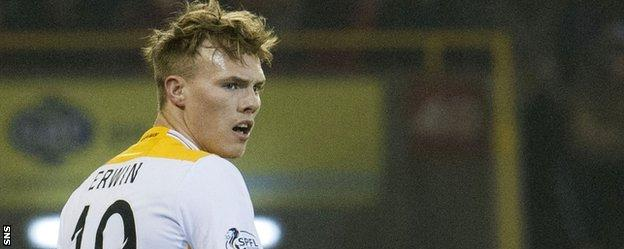 Lee Erwin in action for Motherwell
