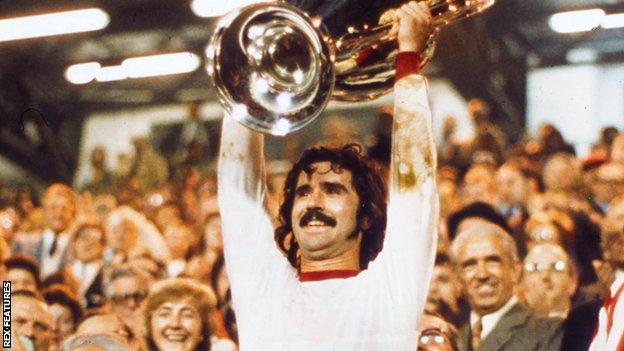 Gerd Muller lifts the European Cup trophy in 1974