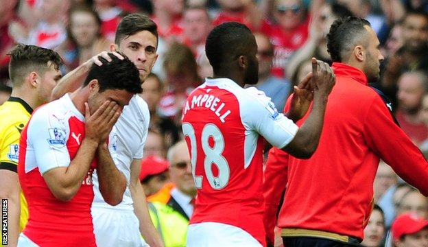 Mikel Arteta is consoled