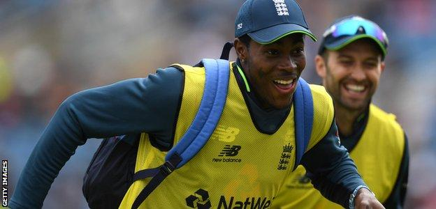 Jofra Archer smiles while racing Mark Wood on 12th man duties