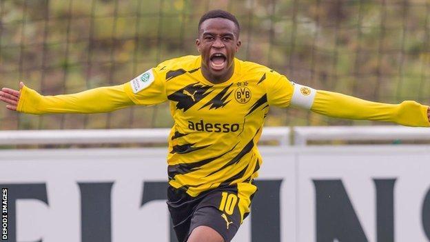 Borussia Dortmund's Youssoufa Moukoko
