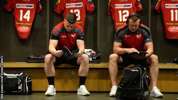 European Rugby Champions Cup Semi Final - Scott Williams and Hadleigh Parkes in the dressing room before kick off