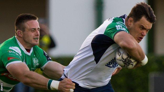 Connacht lock Quinn Roux tries to gain ground in Italy