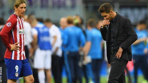 Diego Simeone (right) with Atletico Madrid forward Fernando Torres