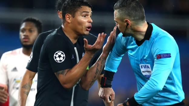 Man Utd: Neymar of Paris St-Germain criticises penalty decision thumbnail