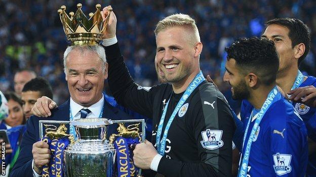 Kasper Schmeichel puts the crown on Ranieri's head