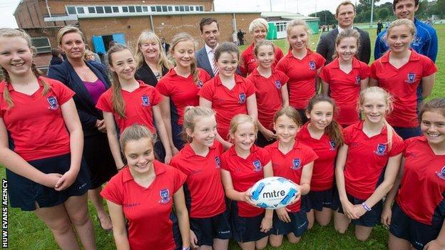 Ysgol Glantaf girls rugby players
