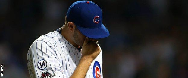 Chicago Cubs playes react
