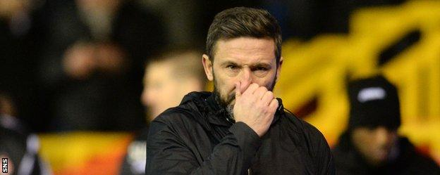 Aberdeen missed the chance to go top of the Premiership after being held 0-0 at home to Partick Thistle