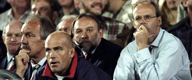 John Mitchell alongside Roger Uttley and Sir Clive Woodward during England's 76-0 defeat by Australia in Brisbane in 1998