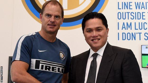 Erick Thohir (right) with former Inter manager Frank de Boer