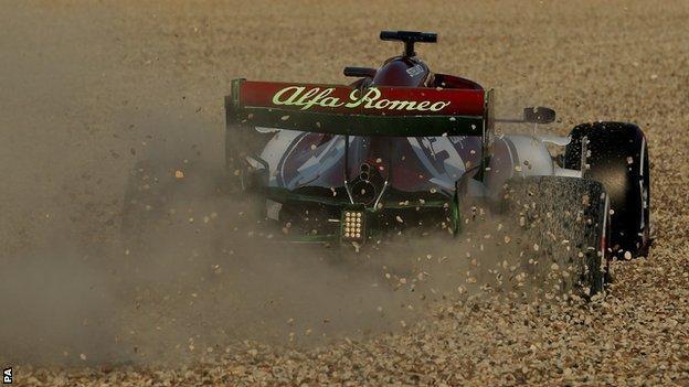 Kimi Raikkonen spins off