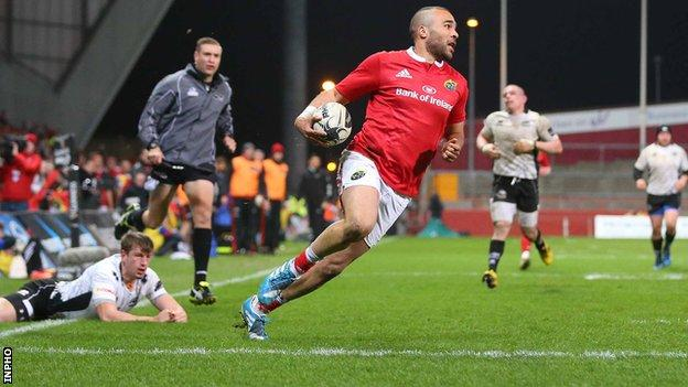 Simon Zebo runs in for a try in the one-sided encounter against the Italians