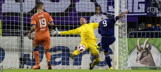 Allan McGregor against Maribor