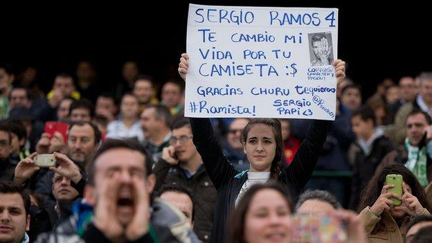 Real Madrid fan holds sign asking for Ramos shirt