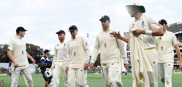 England walk off the field after Australia declare