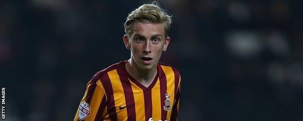 Oliver McBurnie in action for Bradford