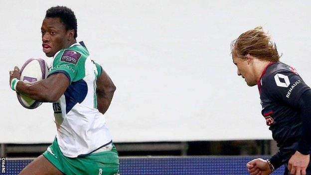 Niyi Adeolokun outpaces Grenoble's Charl McLeod to score his second try