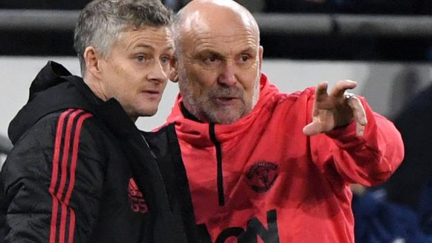 Manchester United appoint Mike Phelan as assistant manager thumbnail