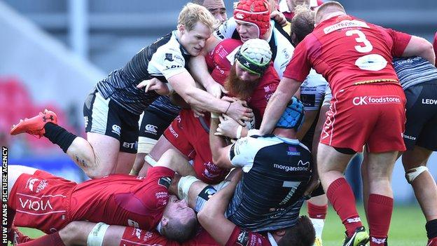 Ospreys and Scarlets do battle in the Pro14