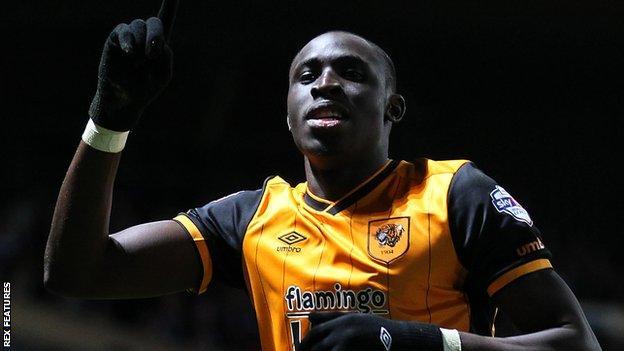 Mo Diame celebrates his goal