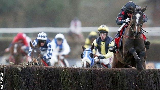 One For Arthur goes clear of rivals at Warwick