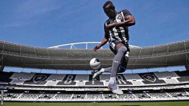 Salomon Kalou at his Botafogo unveiling