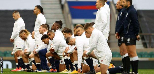 England players observe rugby against racism