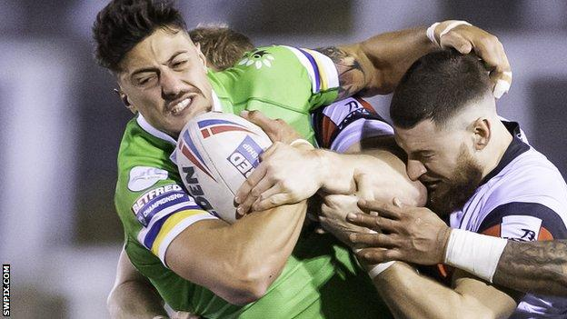 Anthony Gelling in action for Widnes Vikings against Toronto Wolfpack