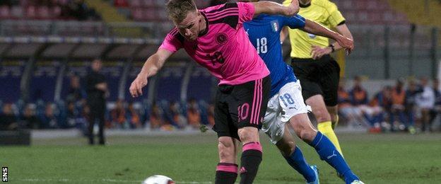 Scotland's Matt Ritchie screws a shot wide against Italy