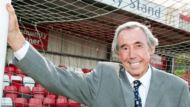 d6d3cb70e Gordon Banks  World Cup-winning goalkeeper dies aged 81 - BBC Sport