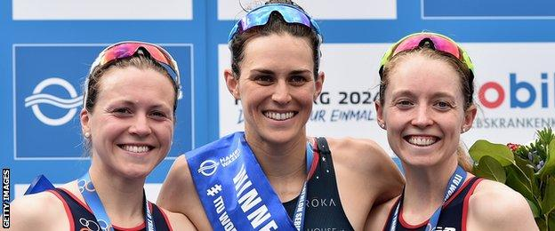 Vicky Holland (L) and Non Stanford hope to challenge Gwent Jorgensen for Olympic gold in Rio