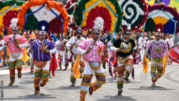 Pre-race dancers at the Mexican Grand Prix
