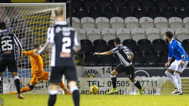 St Mirren 3-2 Rangers: Hosts reach League Cup semi-finals on night of drama  - BBC Sport