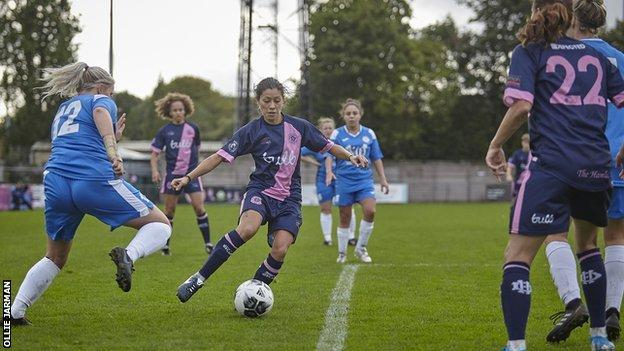 Lucy Monkman playing for Dulwich Hamlet