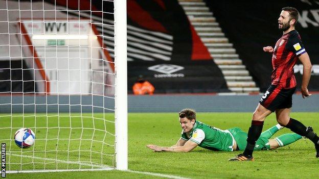 Matt Smith scores for Millwall