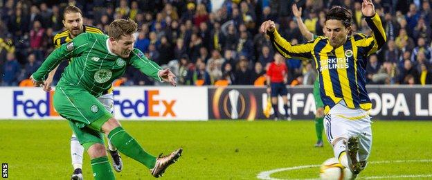 Kris Commons playing for Celtic against Fenerbahce