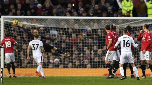 Steven Defour puts Burnley 2-0 up