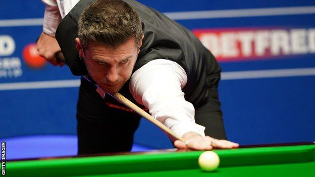 World Snooker Championship: Mark Selby and Stuart Bingham level after semi-final first session thumbnail