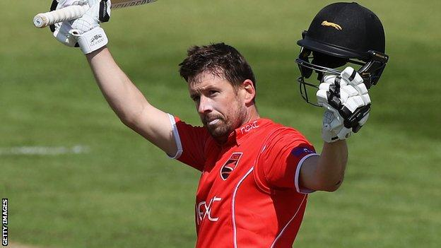 Paul Horton in action for Leicestershire