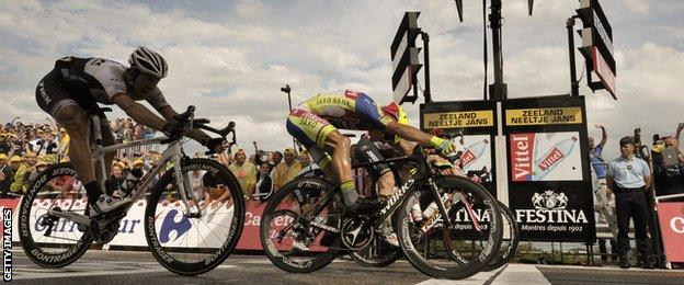 Andre Greipel narrowly wins on the line