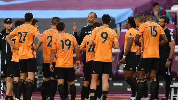 Wolves manager Nuno Espirito Santo talking to his players on the pitch