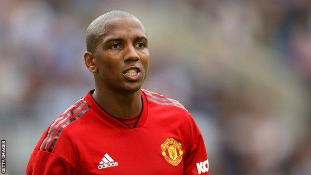 Ashley Young Manchester United In Talks To Extend Right Back S Contract Bbc Sport